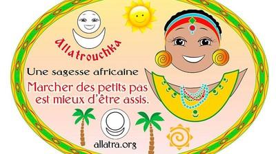 Добрый мотиватор с Аллатрушкой на французском «Африканская мудрость - Лучше идти мелкими шагами, чем сидеть»