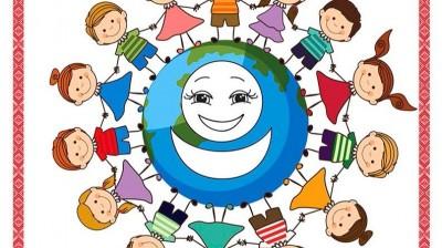 Добрый мотиватор с Аллатрушкой на французском «Доброта – это помогать друг другу»