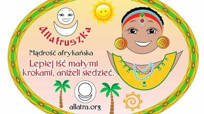 Добрый мотиватор с Аллатрушкой на польском «Африканская мудрость - Лучше идти мелкими шагами, чем сидеть»